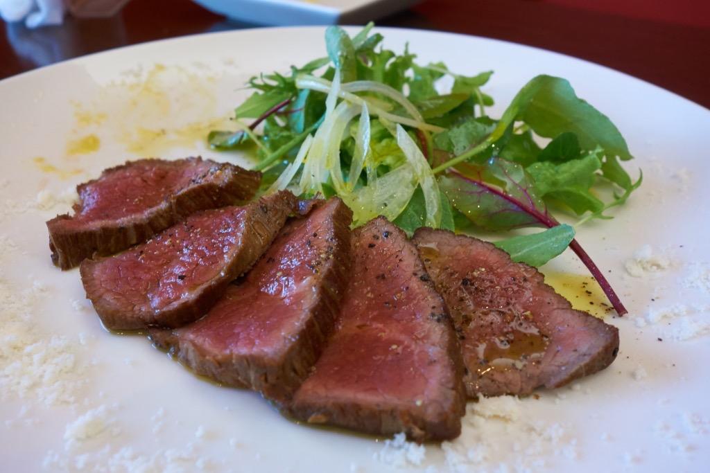 カーラ・カーラ 産山産あか牛の薄切りステーキ