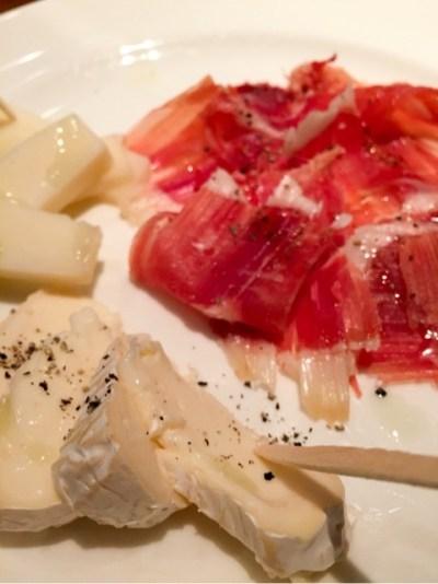 エル・オーチョ:ハモンセラーノとチーズ盛り合わせ
