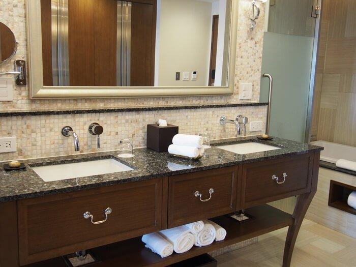 デュシタニグアムリゾートの洗面台