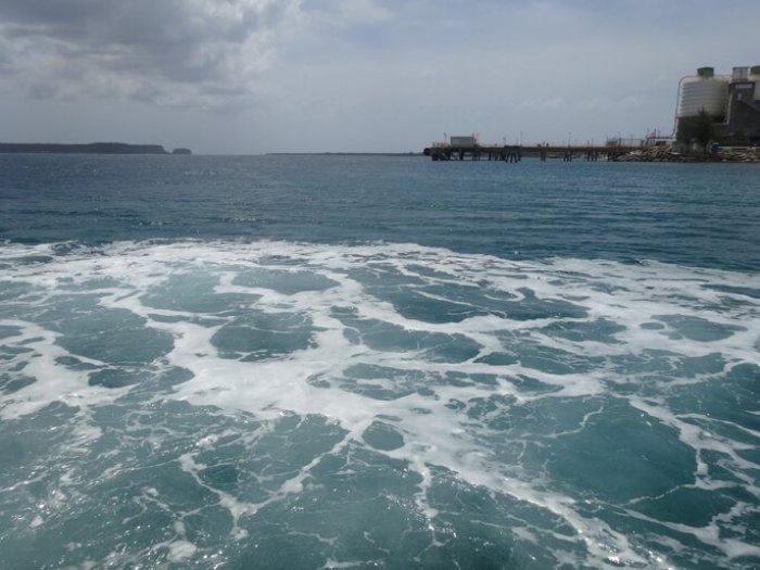 アプラ港の海
