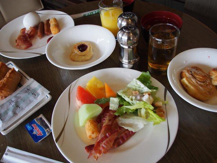 ニッコーグアムのプレミアラウンジ朝食