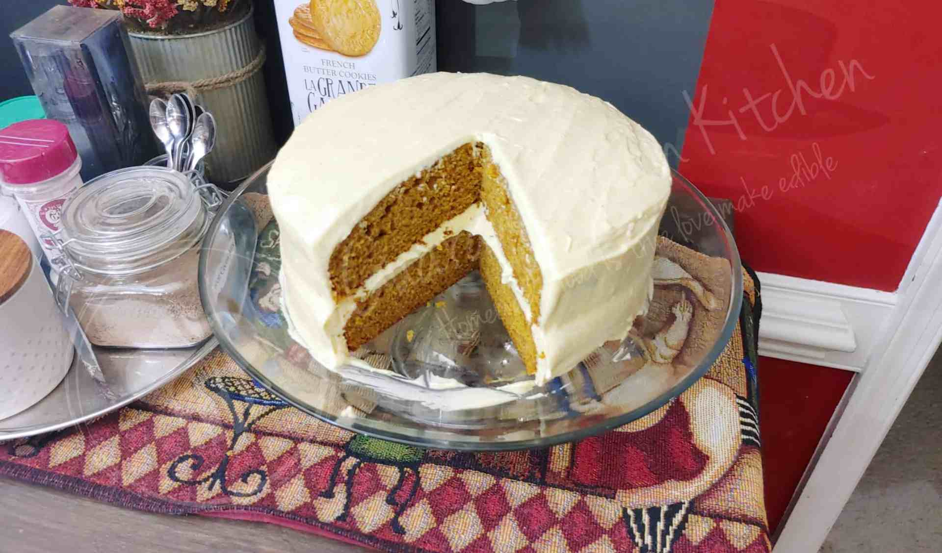 Delicious Pumpkin Cake with Pumpkin Cream Cheese Frosting