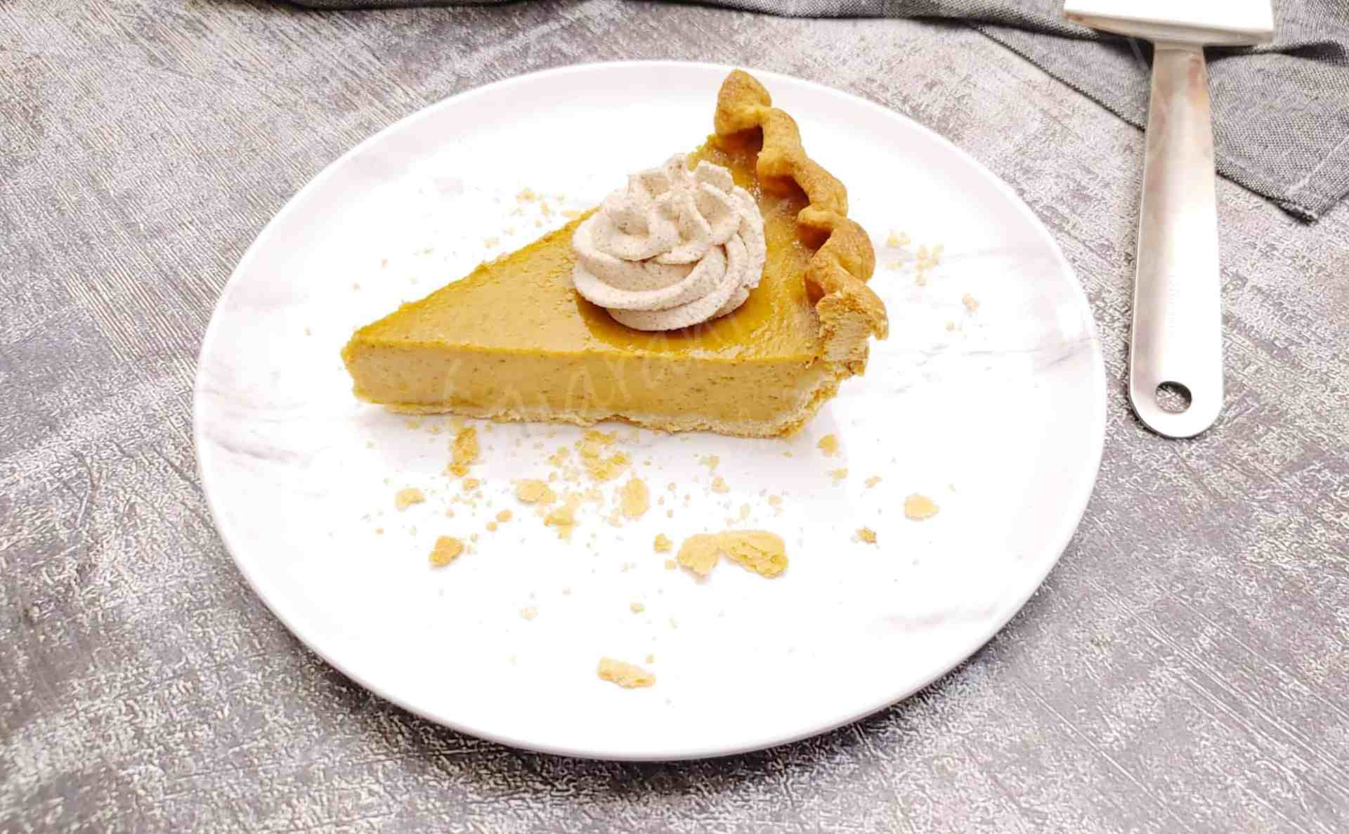 Easy Pumpkin Pie with Cinnamon Spiced whipping cream