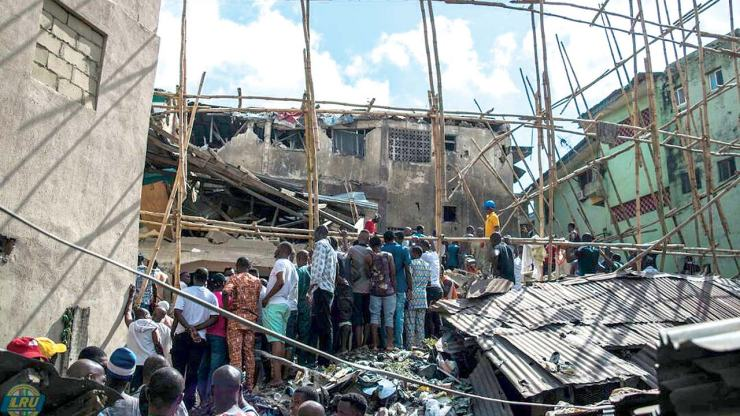 Related image MANY TRAPPED AS ANOTHER UNCOMPLETED 3-STOREY BUILDING COLLAPSES IN ONITSHA MANY TRAPPED AS ANOTHER UNCOMPLETED 3-STOREY BUILDING COLLAPSES IN ONITSHA Building