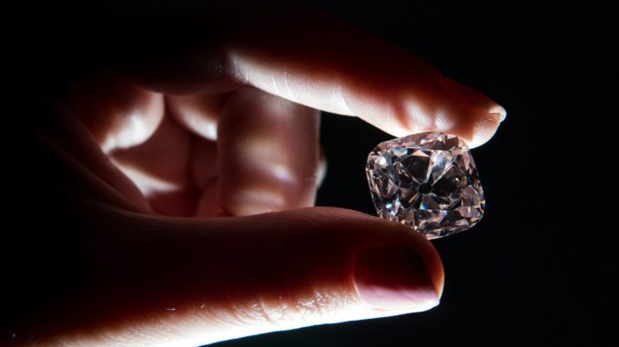 000 UA0HQ e1510739139163 - Largest Auctioned Diamond Sold For Record $34 Million