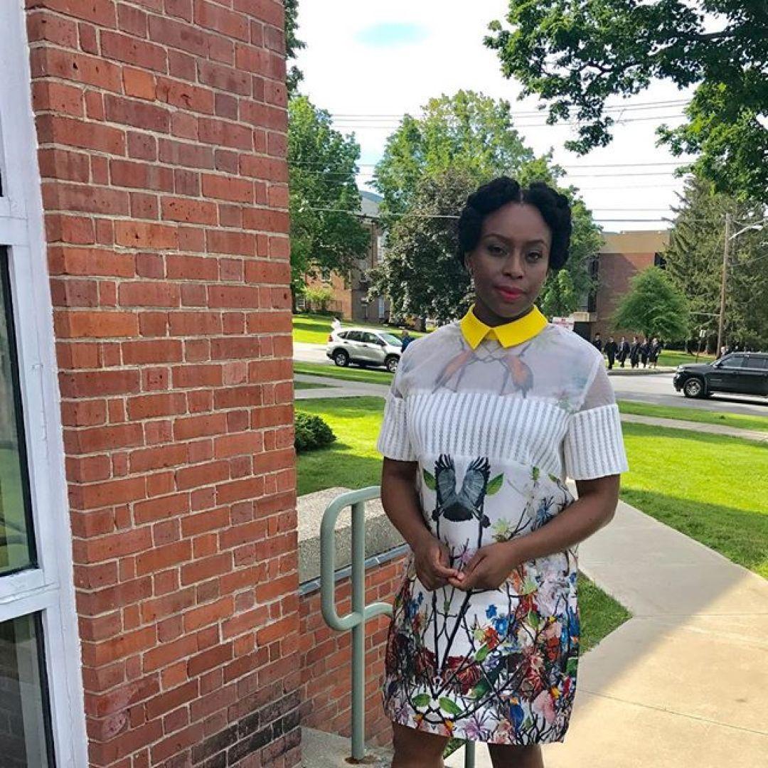 19050917 253261981745214 2046671935110119424 n - Chimamanda Adichie Explains Why She Only Wears Nigerian Brands