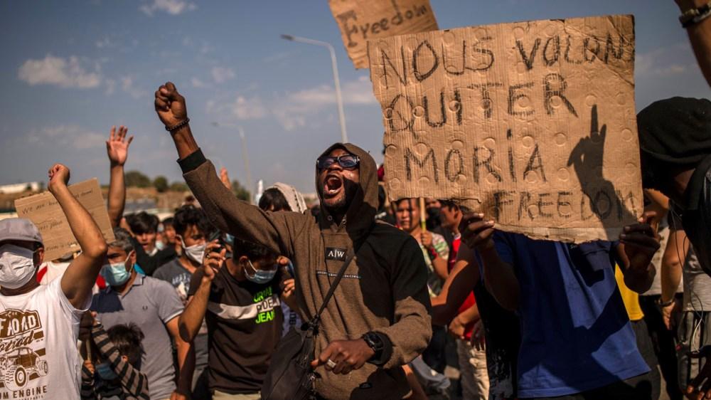 Manifestations alors que les migrants du camp de Moria demandent de se diriger vers de nouveaux logements