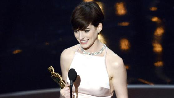 Anne Hathaway apologizes for Oscar dress