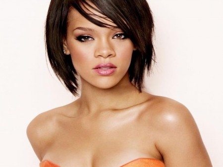 Rihanna Tromps TLC with Topless Pictures on Twitter