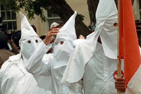 KKK Vows to Help Ferguson Officer Who Shot Michael Brown [Video]