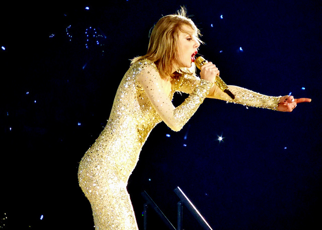 Taylor Swift Dazzles in New Jersey
