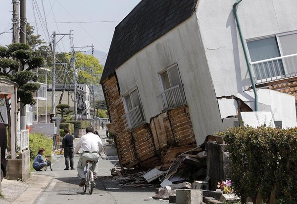 Kumamoto-Shi, Japan Hit by 7.1M Earthquake