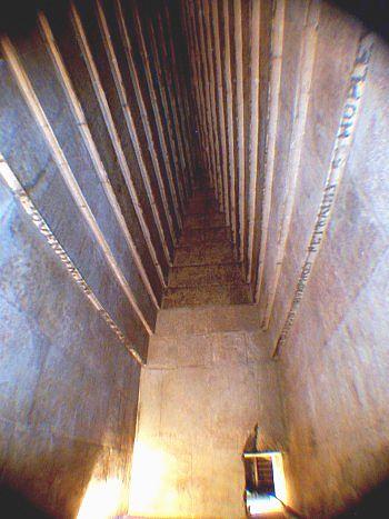 La pir mide roja de dashur piramides de egipto for Interior de una piramide