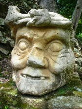 mask in Copans' ruines