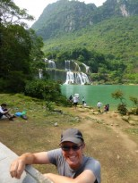 Ban Chioc waterfall. The left part belongs to Vietnam and the right part, which is nicer, to China. I am not joking