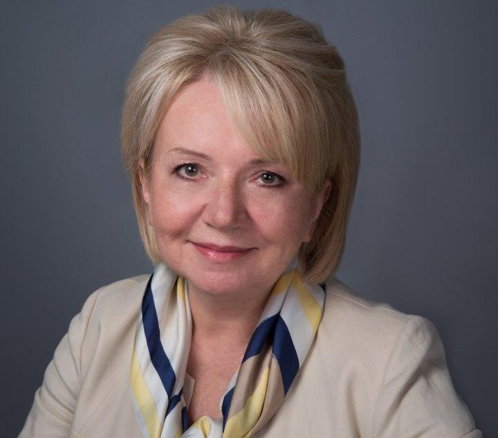 Эмилия Слабунова, Яблоко