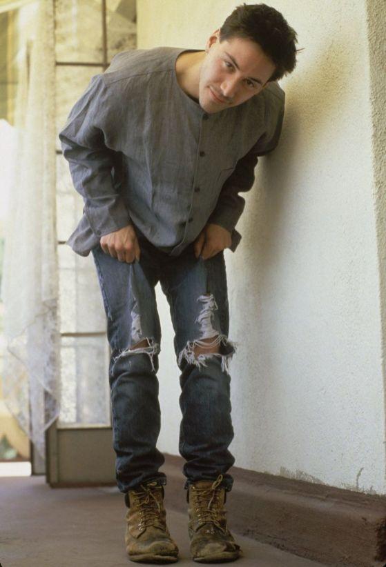 киану ривз в рваных джинсах