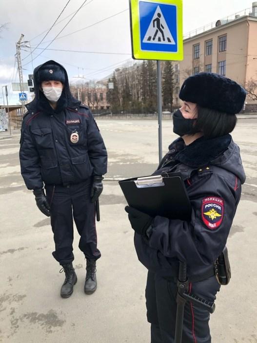 Полиция выписывает предупреждения нарушителям самоизоляции