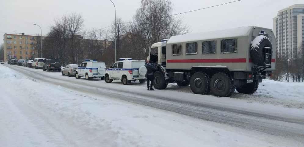 Полиция и ОМОН на акции протеста в Петрозаводске