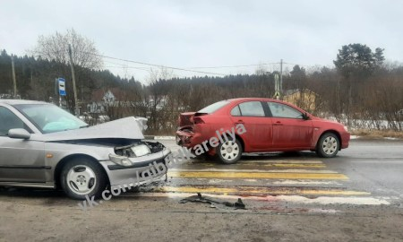 разбитые машины на перекрестке