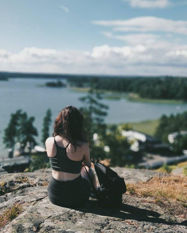 Девушка и финский пейзаж