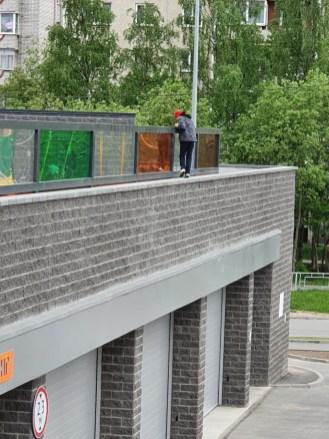 в Петрозаводске сделали детскую площадку на крыше.