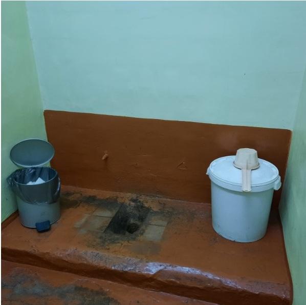 школьный туалет в поселке Ляскеля