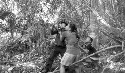 Warga Gang Rambutan bergotong royong mencari bebapa akar di rimba Sarasah Batimpo. Foto: Koleksi Pak Irwin, 2017