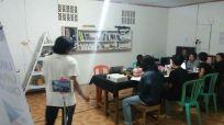 Suasana diskusi film Asrama Dara (1958), di Kantor Gubuak Kopi.