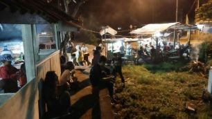 Suasana menonton di Simpang Kamboja, 23 September 2017