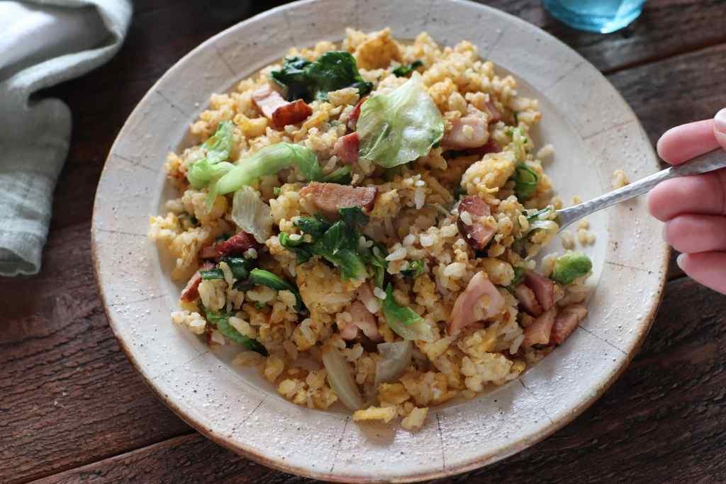 【レシピ】ぱぱっとうまい!ちぎりレタスのガーリック炒飯