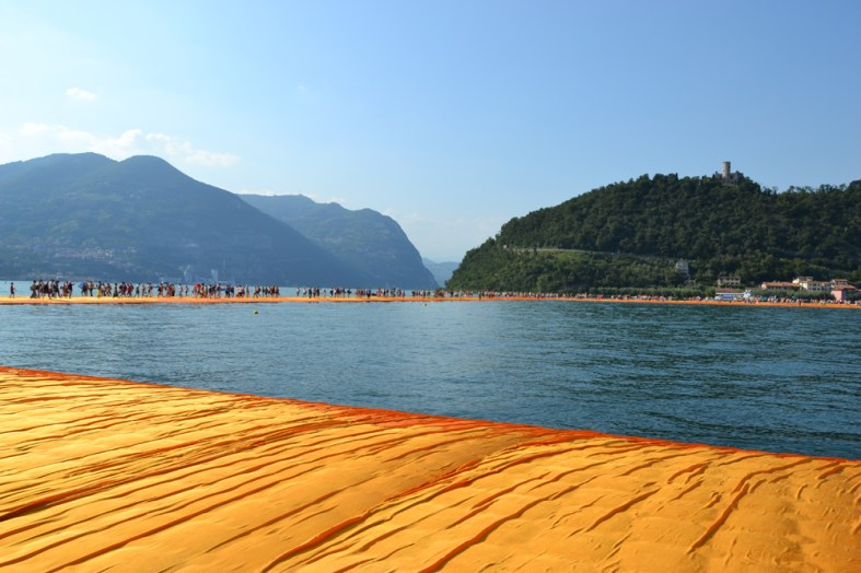 the-floating-piers-christo-11