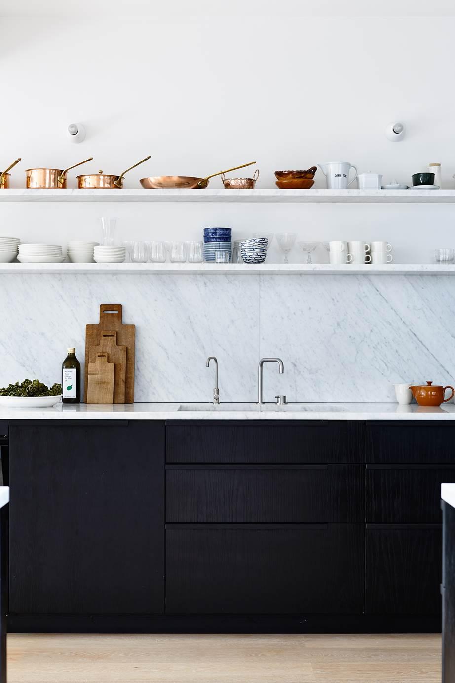 Le cucine moderne con isola sono la risposta per chi cerca design e funzionalità. Niente Pensili Mensole In Cucina Tutto Quello Che C E Da Sapere