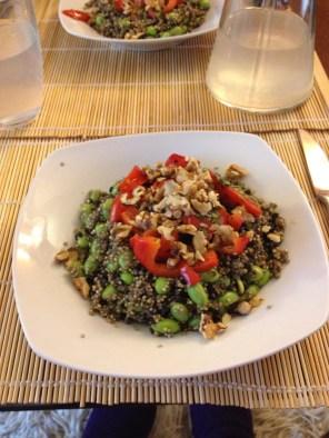 Varm quinoasalat med edamamebønner og estragon