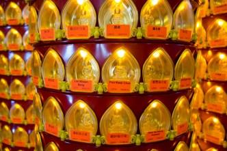 Viele kleine Buddhas