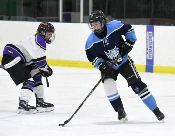 Photos: Ross-Centennial girls' hockey