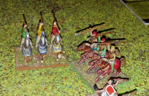 La cavalerie lourde perse, aidée de cavalerie et de troupes légères, a annihilé une unité ennemie
