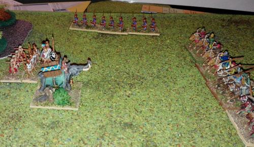 Un éléphant se rue vers les lignes de cavalerie ennemies