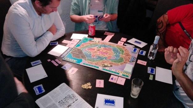 Junta; grand classique de Jeux Descartes