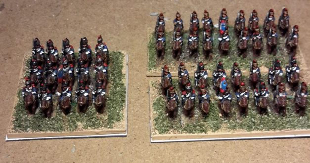 Cuirassiers (gauche) et Cavalerie de ligne (droite) Français 1812 (figurines Baccus 6mm)