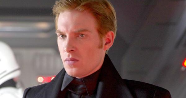 Domhnall Gleeson è l'interprete del Generale Hux, spietato leader del Primo Ordine.