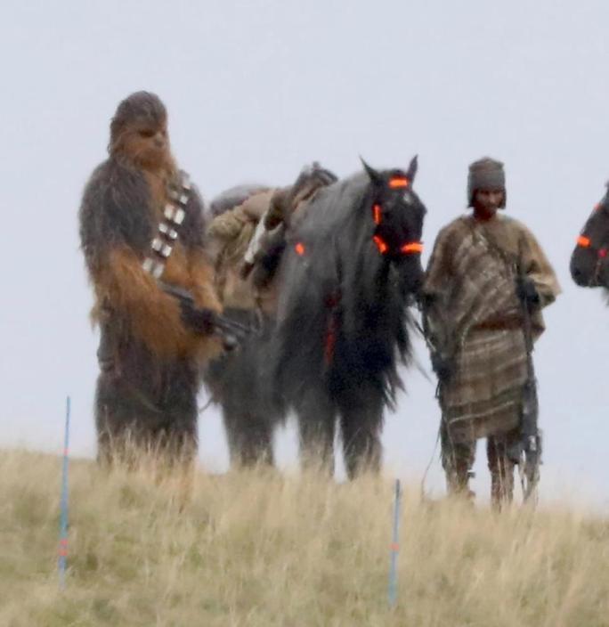 Chewbacca durante le riprese.