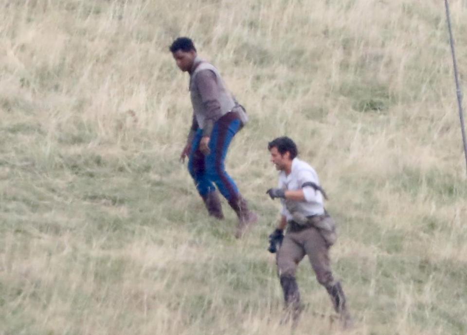 John Boyega e Oscar Isaac in una foto in anteprima dal set.
