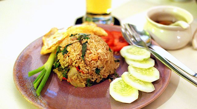 Khao phat kraphao mu is rice fried with a certain variety of Thai basil, sliced pork and chilies.