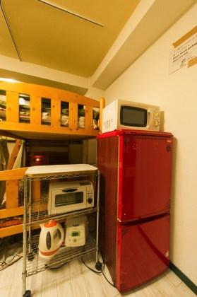 家電も一通りそろっています。 가전제품은 대부분 갖추어져 있습니다. 在房間裡有常有的家電。 General electrical appliances are available. De l'équipement electrique en général est disponible. 家電完備
