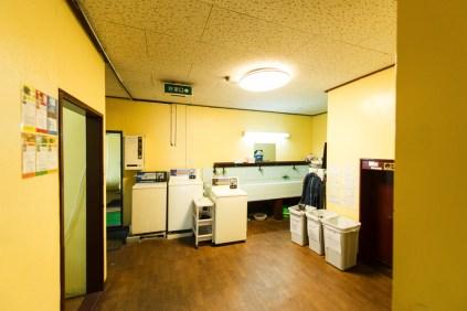 コインランドリーは3台、大きめのサイズのものもあります 세탁기은 3대, 큰 사이즈도 있습니다 這裡有3台洗衣機,還有大尺寸的。 There are 3 washing machines, we have bigger sized as well Il y a 3 machines à laver, nous en avons de plus grandes tailles aussi
