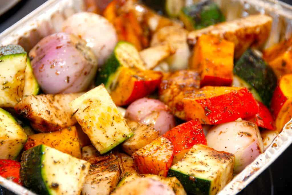 Ovnbagte grønsager og rodfrugter med timian og balsamico - opskrift fra Guffeliguf.dk
