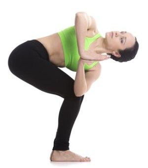 guia-da-alma-posicoes-yoga-chakra-manipura-chakra-estresse-raiva-saude-Parivrtta-Utkatasana-