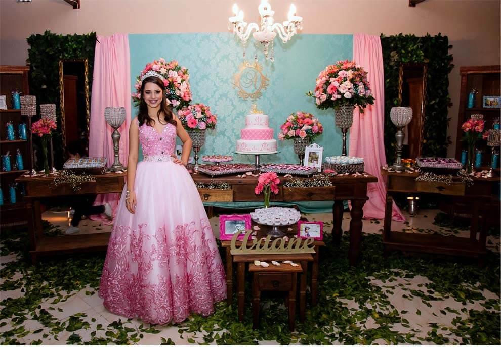 9f34bed213008 A Debutante Ariane Moya,fez uma linda festa com apenas 10 mil!