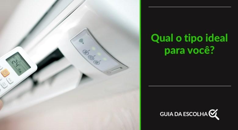 Imagem de pessoa controlando o ar-condicionado em referência a quantos btus por m2 são necessários para resfriar o ambiente